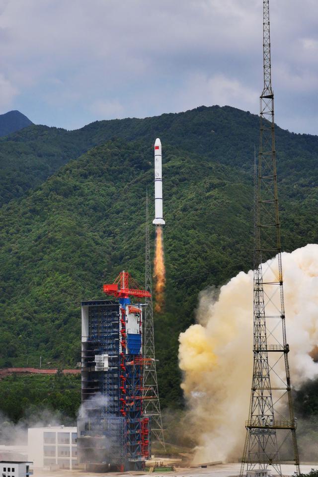 中国成功发射遥感30号09组卫星。